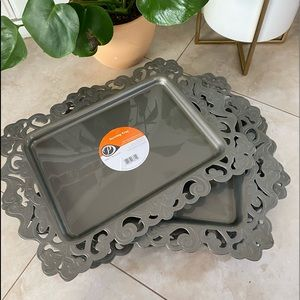 Party Peacock gray platters plastic trays